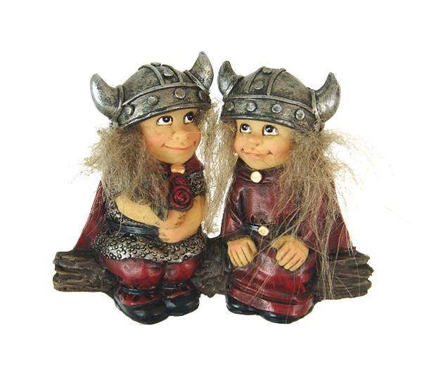 Bilde av Magnet, vikingebarn på trestamme